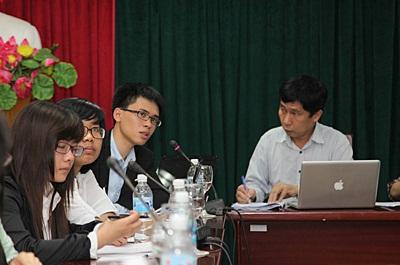 Sinh viên ĐHKT báo cáo công trình nghiên cứu